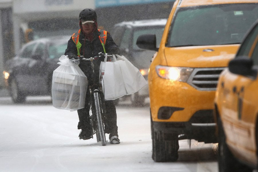 How do Canadian Delivery Apps Deliver Food During Extreme Weather