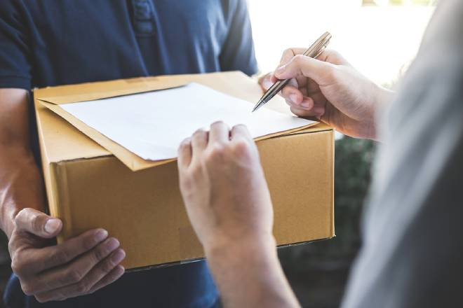 Cheapest Courier Service in Canada: Here are a Few Pro's and Con's
